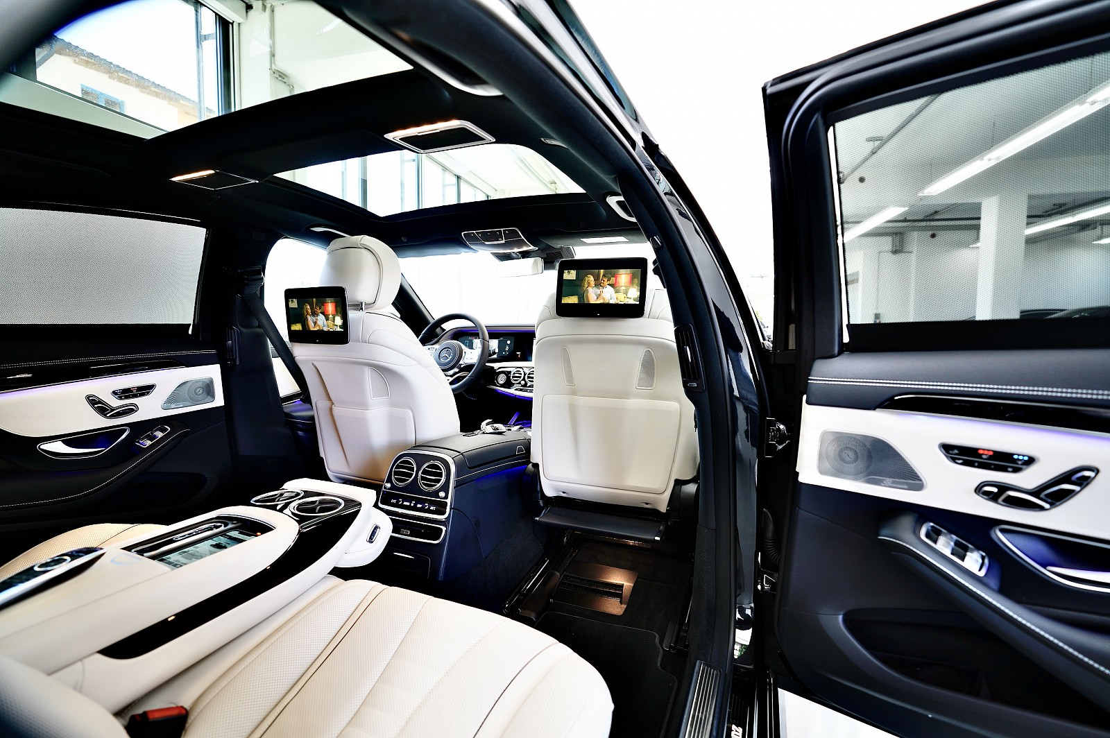 MERCEDES-BENZ S 560 4MATIC Long-amg CHAUFFEUR PAKET + AMG LINE